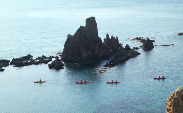 kayak y snorkel en cabo de gata para el 8 de julio | roquetas - ideal