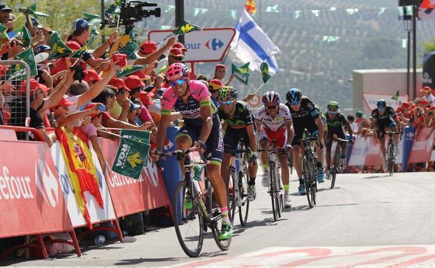 Vuelta a España 2015. Llegada del pelotón a la meta instalada en Cazorla. /IDEAL