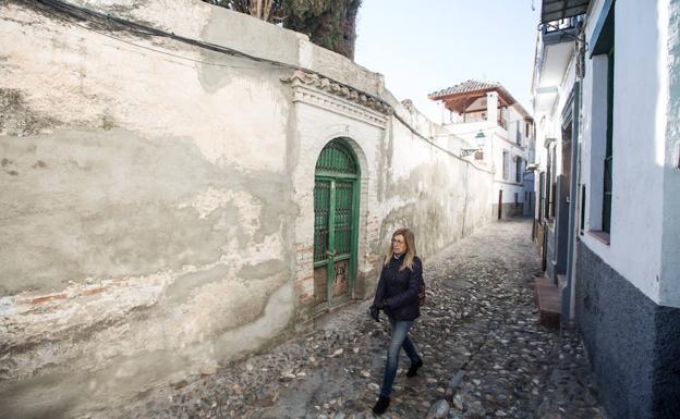 Otra de las edificaciones en ruina de la capital es ésta situada en la calle Guinea número 8.