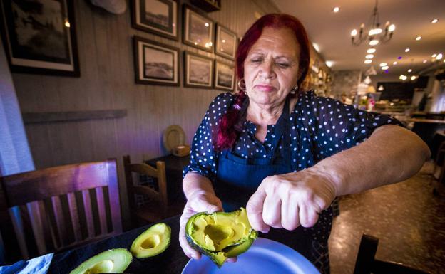 Petra Las Godino, experta cocinera que siempre encuentra lugar para el aguacate en sus creaciones.