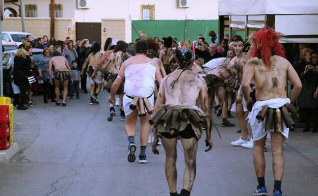 Máscaras de Camisa en el carnaval de Overa./Decarrillo
