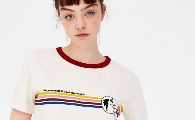 nueva colección 6681d c4eb3 Las camisetas de unicornio de Pull & Bear que querrás llevar ...