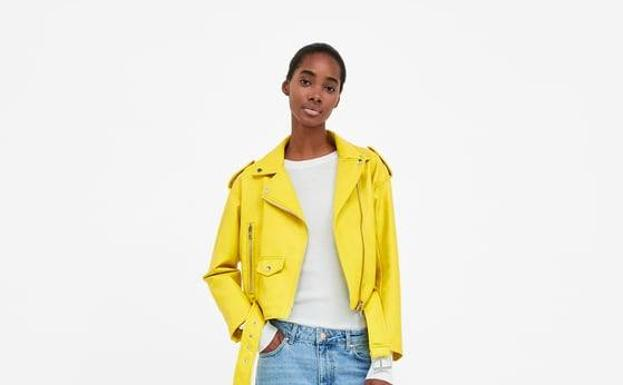 Vuelve la exitosa cazadora amarilla de Zara
