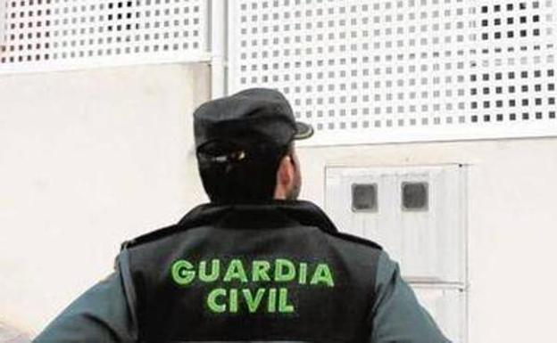 Un agente de la Guardia Civil. /Archivo