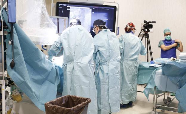 El PTS retransmite en directo desde Granada una cirugía vascular para Madrid, Berlín y Chicago