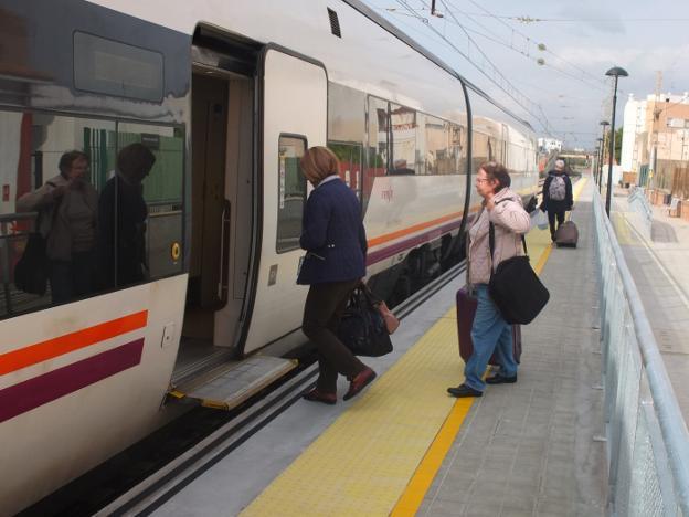 Renfe Recuperara El Lunes El Cuarto Tren Con Sevilla Pero Durara Mas