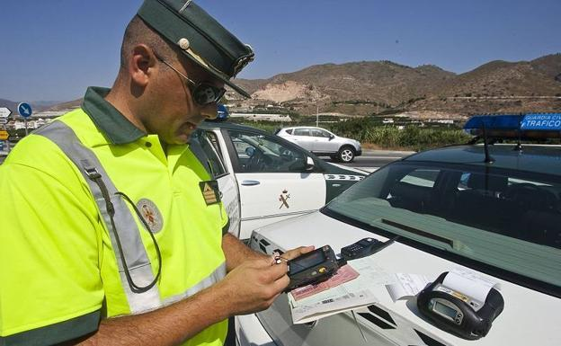 La Guardia Civil seguirá multando por imposición