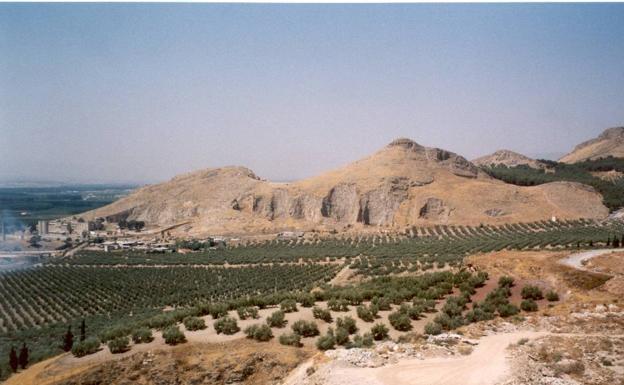 Cerro del Sombrerete, alcazaba de Elvira. En el llano, la ciudad.