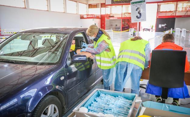 Vacunas de Astrazeneca en Andalucía: las recomendaciones de la Junta y los efectos adversos