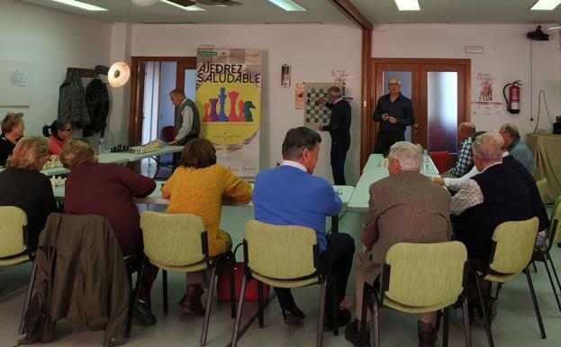 Un taller del programa 'Ajedrez saludable', orientado a personas mayores.
