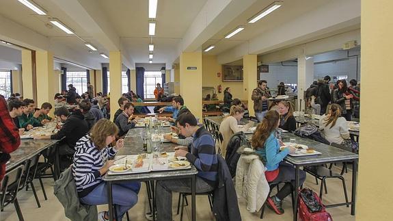 La UGR aumentará un 35% las becas para tasas, libros y comedores | Ideal